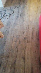 très jolie parquet posés une fois la vielles moquettes dépose et déplacements des meubles des clients .